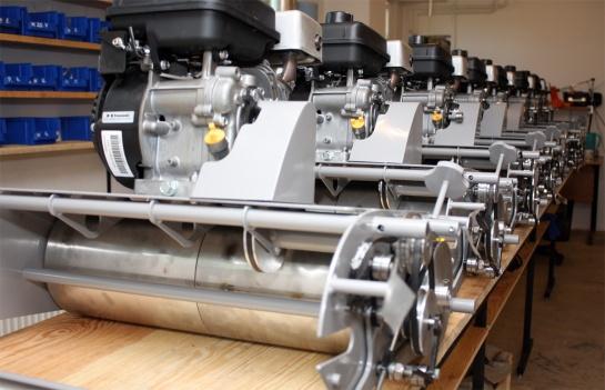 Die Produktion von Edwin 55 läuft. Die Produktionslinie wird geprüft.